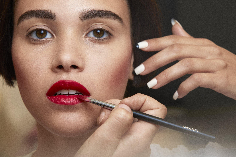 Creative Beauty Chanel Backstage Autumn Winter 2015 16 Vitalumire Aqua Ultra Light Skin Perfecting Makeup Spf 15 Prepared With Hydra Products Rangethe Complexion Vitalumiere Spf15